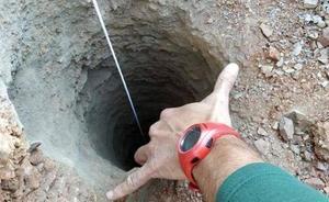 El responsable del pozo en el que se busca a Yulen asegura que lo «dejó tapado» el pozo tapado con una piedra y con unos cinco mil kilos de tierra