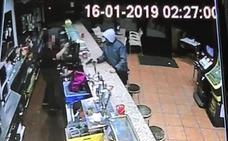 Vídeo: atraca a punta de pistola un bar de Valladolid y huye con 3.000 euros