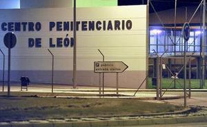 Juzgan a un interno de la prisión de Villahierro por agredir a palazos a dos funcionarios