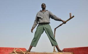 La 'piragua' narra la historia del viaje de una patera desde Senegal a España