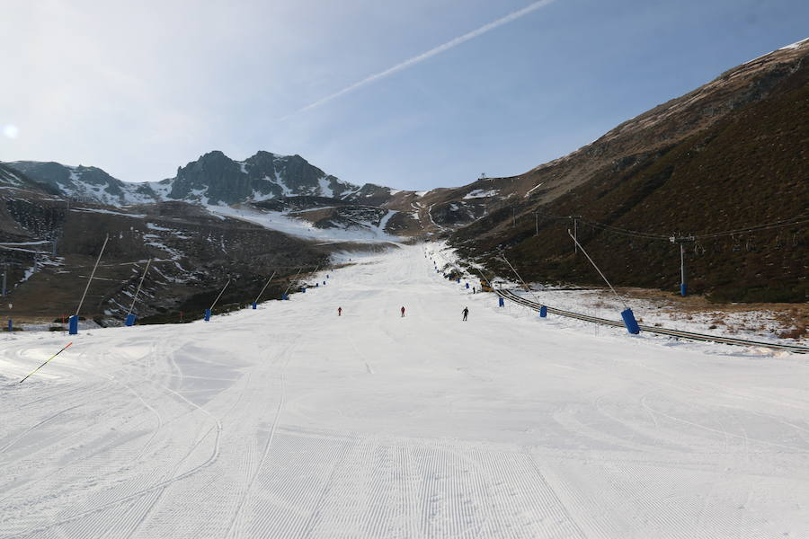 La estación de esquí de San Isidro ya ha comenzado su temporada de esquí