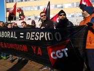 Concentración de CGT en Ponferrada en apoyo de una trabajadora despedida de LM Wind Power