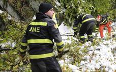 El caos de la AP6, la nieve en Asturias y el incendio de Santa Colomba, claves del año de la UME