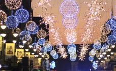 El PSOE recuerda a Silván que no puede mantener en el anonimato del mecenas de las luces de Ordoño