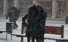 La nieve cubre de blanco todo León
