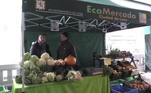 León 'viste' al Mercado Ecológico del Conde Luna