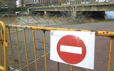 El Ayuntamiento de León cierra las pasarelas bajas del Bernesga ante el aviso de avenidas de la CHD