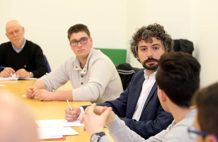 IU se reúne con los trabajadores de Embutidos Rodríguez