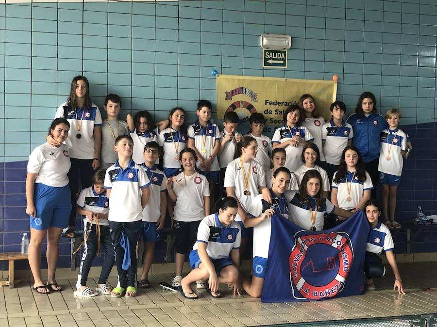 Las piscina de Palencia 'baña' de medallas al SOS La Bañeza