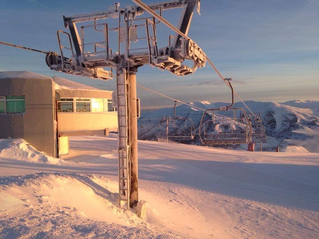 La nieve llega a la Estación de Valgrande-Pajares