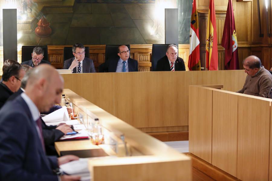 Pleno ordinario en la Diputación de León
