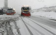 La nieve cierra un puerto y obliga al uso de cadenas en otros cuatro en la provincia
