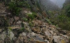 El alarmante riesgo de desprendimiento tras el argayo del desfiladero de los Beyos podría bloquear «días o semanas» la conexión con Asturias