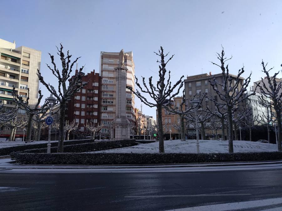 La ciudad de León, cubierta de blanco