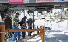 Las estaciones de esquí reciben 3.246 personas tras el paso de 'Helena'