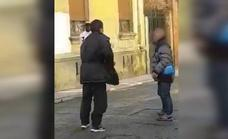 Fiscalía y defensa pactan cinco años de prisión para el autor del apuñalamiento en la pelea entre indigentes junto a la Plaza Mayor