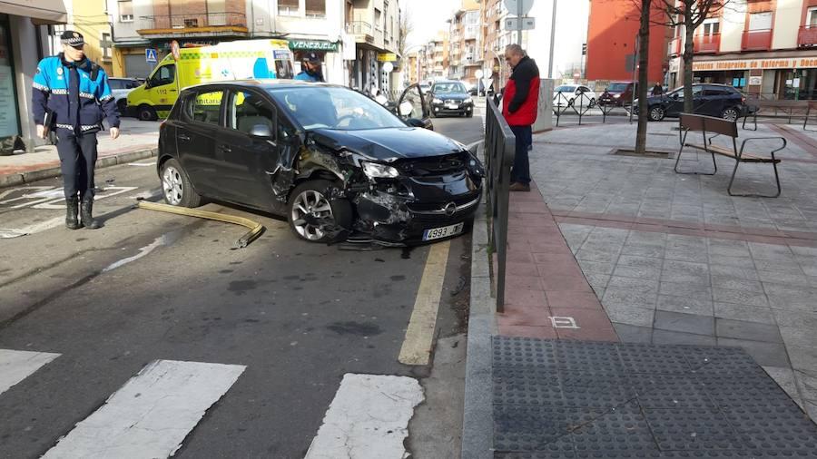 Una mujer herida en un choque en León