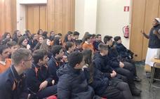 Los alumnos del Divina Pastora reciben una charla emocional de Manos Unidas