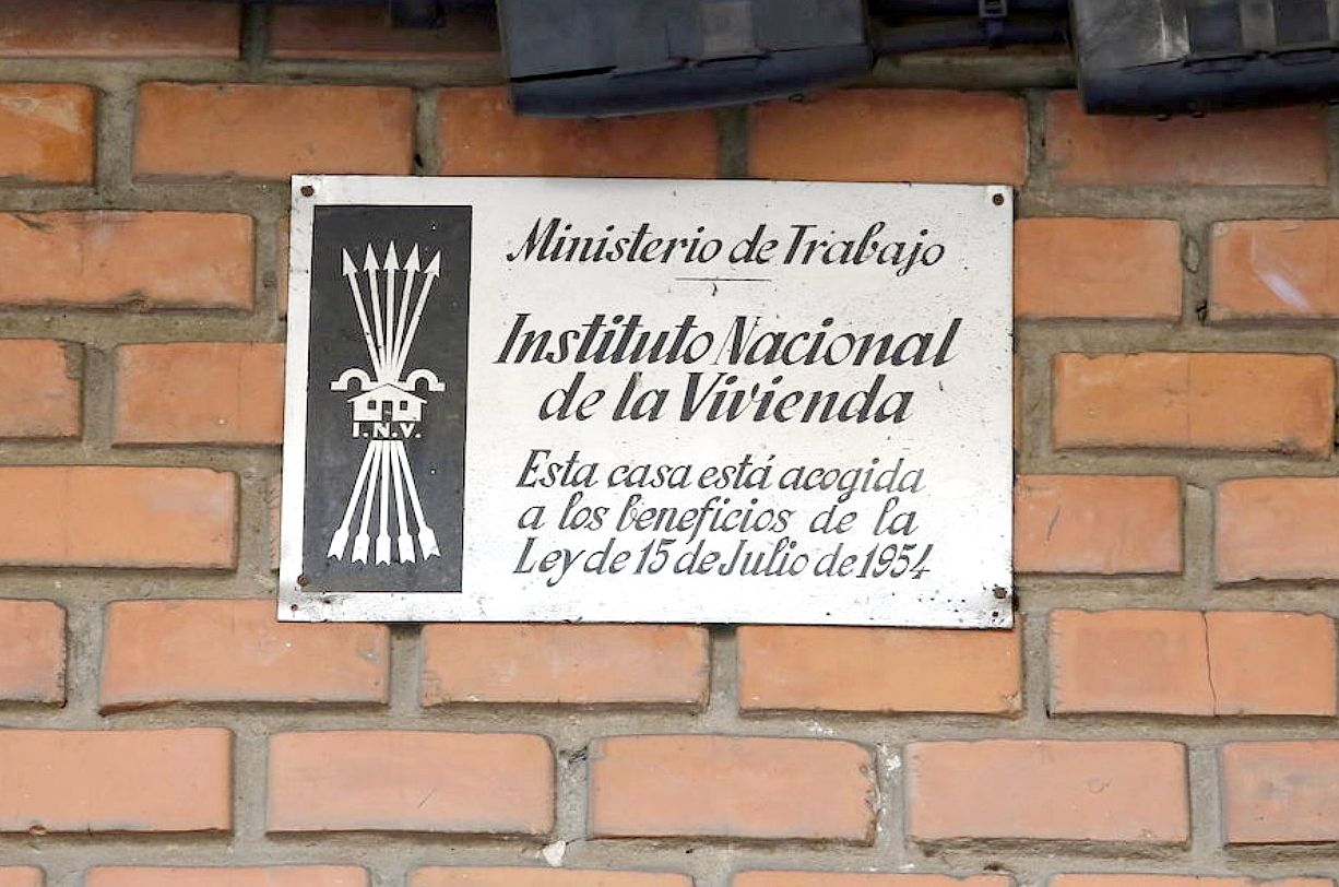 Justicia pide la retirada de todos los vestigios franquistas de 19 municipios de la provincia y León capital