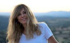 La leonesa Yolanda de la Puente firma su novela 'Cuerpos de barro, almas de piedra' en El Corte Inglés