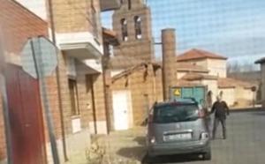 Graban en vídeo al alcalde de Ardón empujando con su coche al turismo de la candidata de UPL