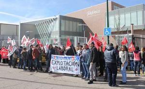 La «campaña de miedo» de Atento motivan un paro general entre los 337 trabajadores