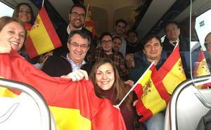 La delegación leonesa del 'Yo voy' se manifiesta en Madrid con Majo y Silván a la cabeza