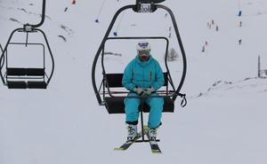 Las estaciones de esquí de León reciben casi 10.000 esquiadores durante el primer fin de semana completo de la temporada