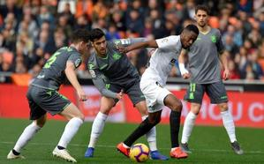 Valencia y Real muestran su buen momento en un choque intenso