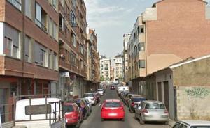 Un ciclista resulta herido tras ser atropellado por un coche en la calle Posadera Aldonza de León