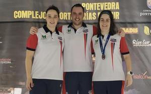 El CN León se trae tres medallas del Nacional Master