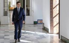 Juanma Moreno afronta su primera crisis de Gobierno en Andalucía tras la renuncia del consejero de Hacienda