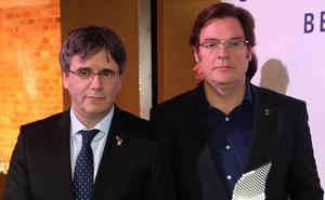 Los autores del documental 'Dos Cataluñas' devuelven un premio entregado por Puigdemont