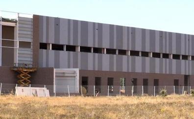 Decathlon comienza a incorporar personal y espera abrir su centro logístico de Villadangos en abril