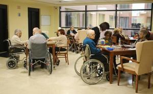 La Junta aporta 1,7 millones para el servicio de estancias diurnas en seis centros de dependientes de León