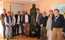 Valencia de Don Juan recibe la donación de la maqueta original de la estatua de Fernando I