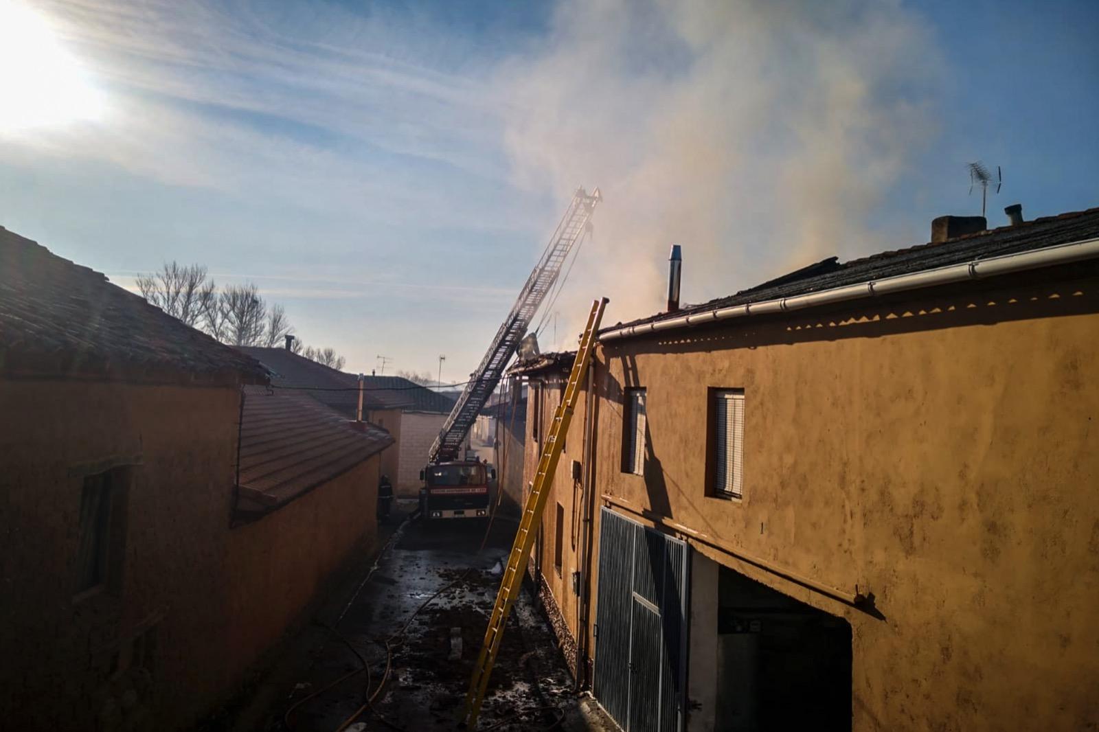 Incendio en una vivienda de Valduvieco