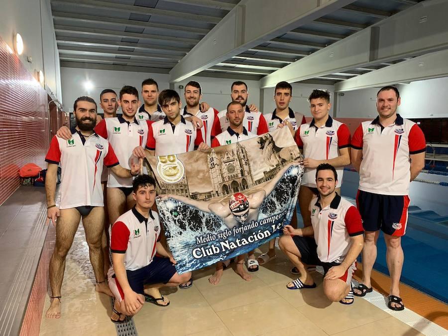 El primer equipo de waterpolo de León