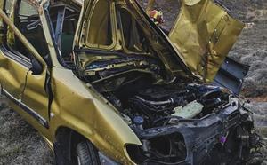 Un aparatoso vuelco se salda con un conductor herido en Valmartino