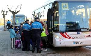 La Policía Local denuncia a 14 vehículos de transporte escolar de los 31 controlados en una campaña específica