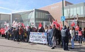 Los trabajadores de Atento se suman al una nueva jornada de huelga para reclamar menos 'presión laboral'