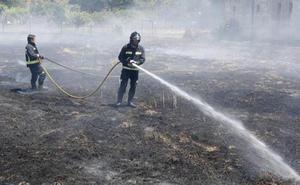 Medios de la Junta intervienen en la extinción de un incendio en Castrillo del Porma
