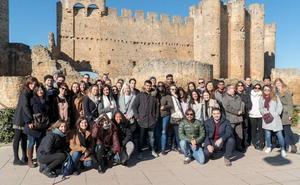 Alumnos europeos visitan el castillo de Valencia de Don Juan y la sede de la DO León