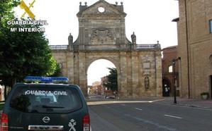 La Guardia Civil detiene en Sahagún a un varón en busca y captura por múltiples delitos contra el patrimonio