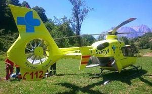 Los Bomberos rescatan a un varón herido tras una salida de vía en la A-6 a la altura de Bembibre