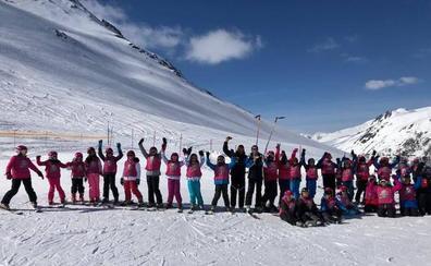 La `Campaña de Nieve 2019´ de la Diputación fomenta los deportes de invierno entre los jóvenes de la provincia