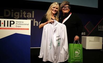 Maria Lafuente diseña la primera chaquetilla de tejido certificado PEFC sostenible para Charo Val Chef
