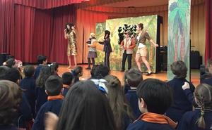 Los alumnos del Colegio Divina Pastora disfrutan de un teatro en inglés
