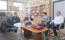 Camino Cabañas recoge las quejas del barrio La Sal en una reunión con la asociación vecinal