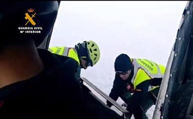 El Greim de Potes recupera el cuerpo del esquiador asturiano en Picos de Europa